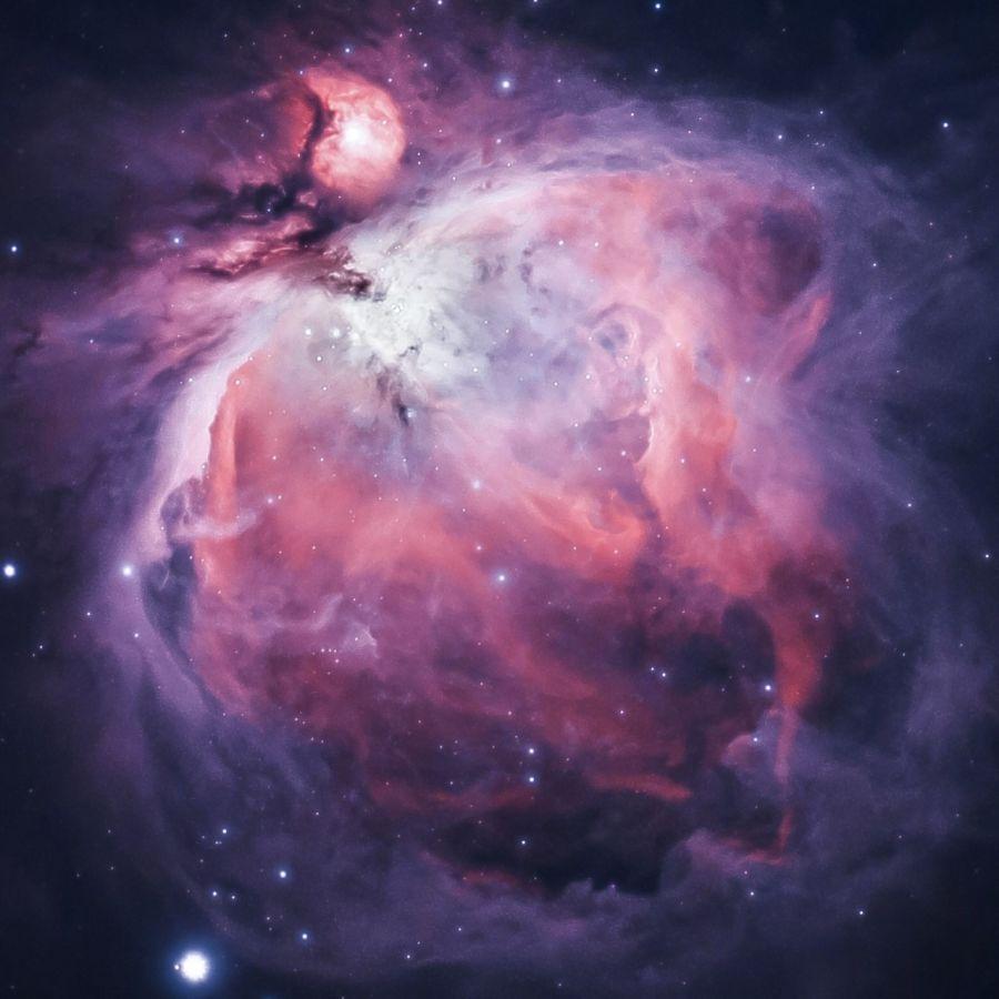 Orionin sumu, värikäs kaasusumun muodostelma avaruudessa.