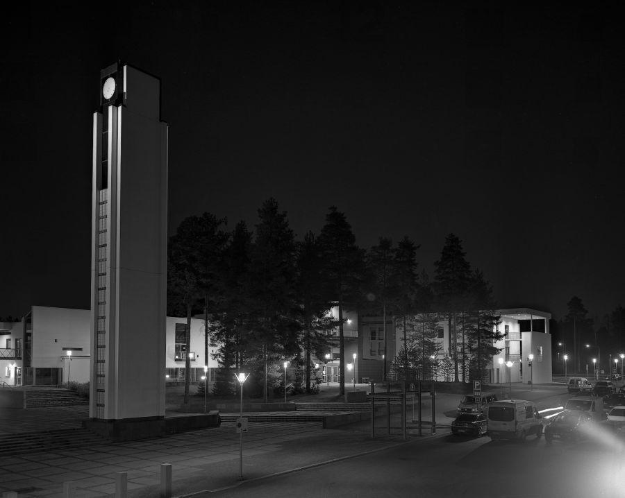 Kuva Kajaanin musiikkiopistosta yöllä