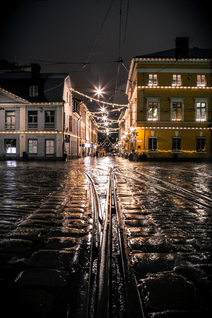Katariinankatu Helsingissä sateisena yönä