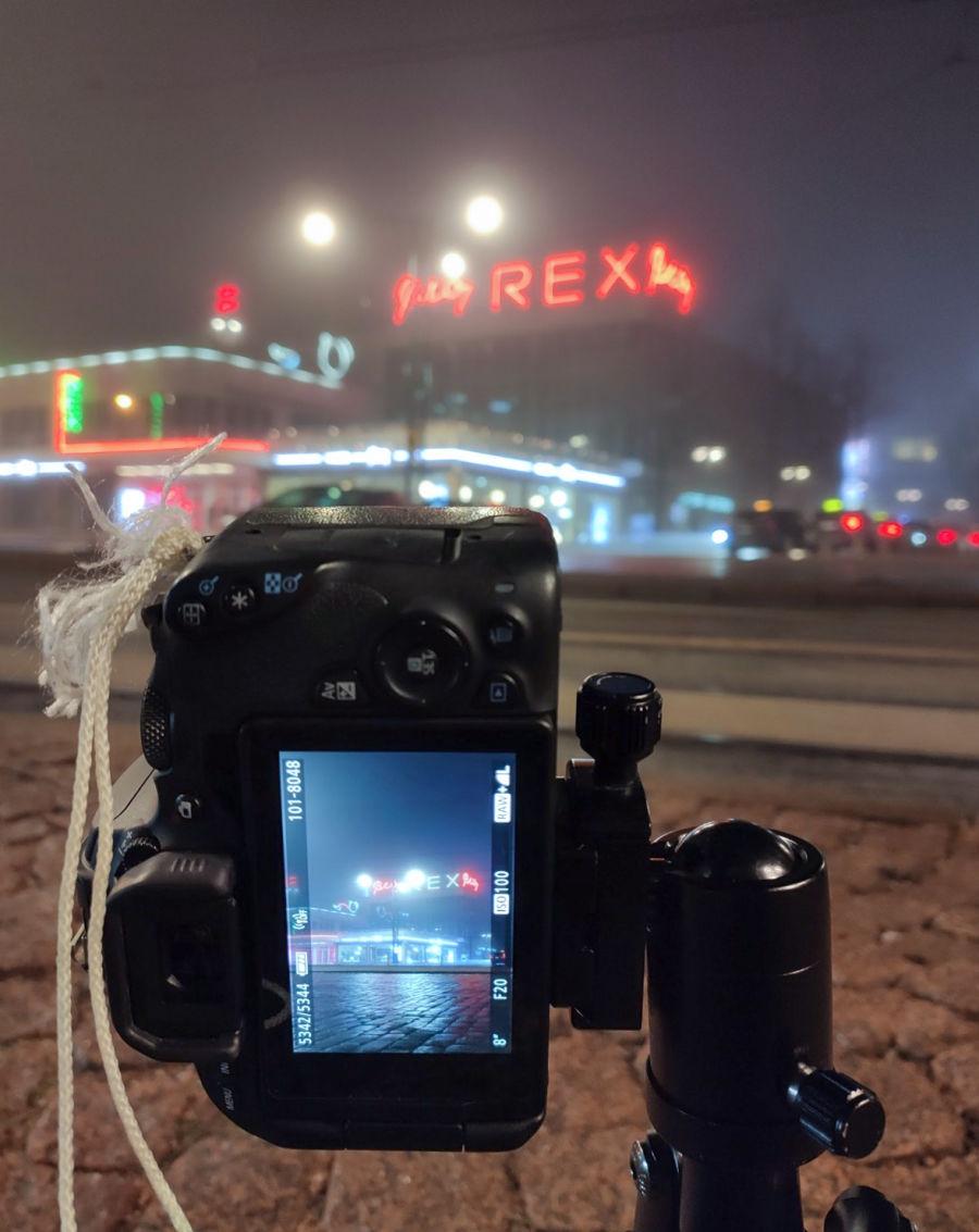 Kamera osoittamassa kohti Amos Rexia
