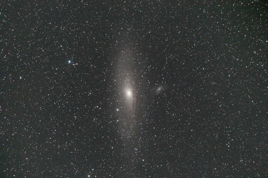 Andromedan galaksi kirkkaampana ja yksityiskohtaisempana, kuin suoraan kamerasta