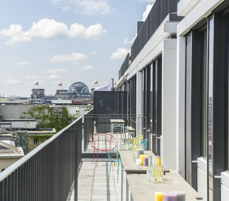 Terrace with view on Reichstag at Design Offices Berlin Am Zirkus