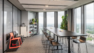 Meet & Moove Room bei Design Offices München Highlight Towers