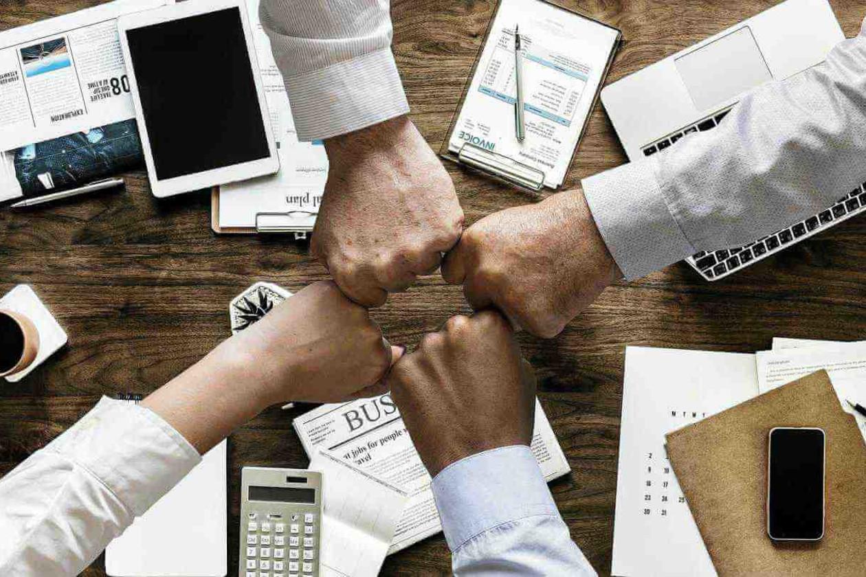 多拠点企業のグループウェアの活用例