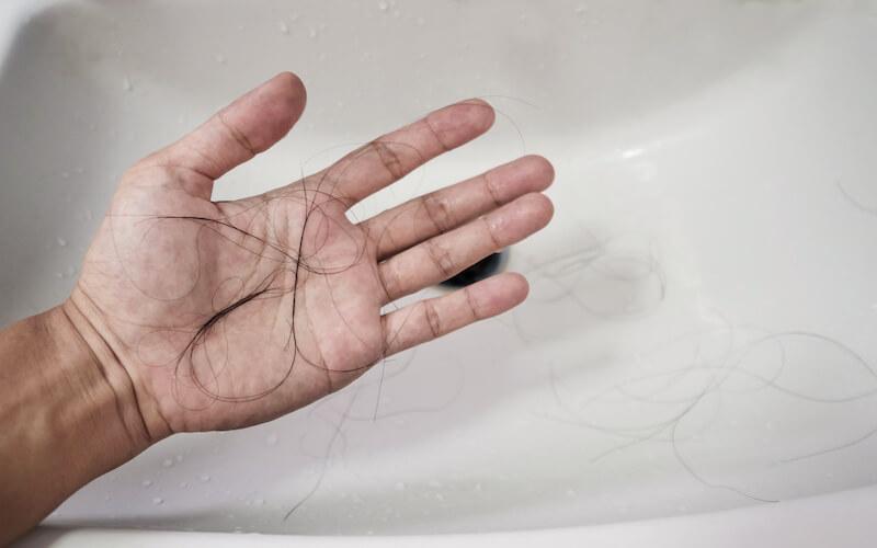 Haare gehen insbesondere beim Waschen aus