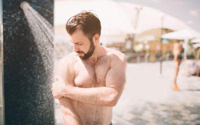 مع حلول فصل الصيف، هل الاستحمام اليومي مفيد أم مضرّ؟