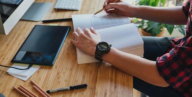 هل تريد تعلّم الإنجليزية كتابةً وقراءة بسرعة؟ هذه أهم 7 أدوات لتعلم الإنجليزية بسهولة
