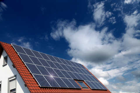 Why solar energy storage requires battery backup