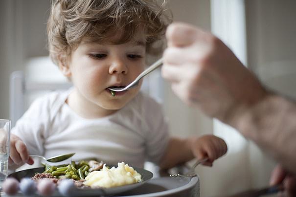 Tips para que los bébes prueben nuevos alimentos