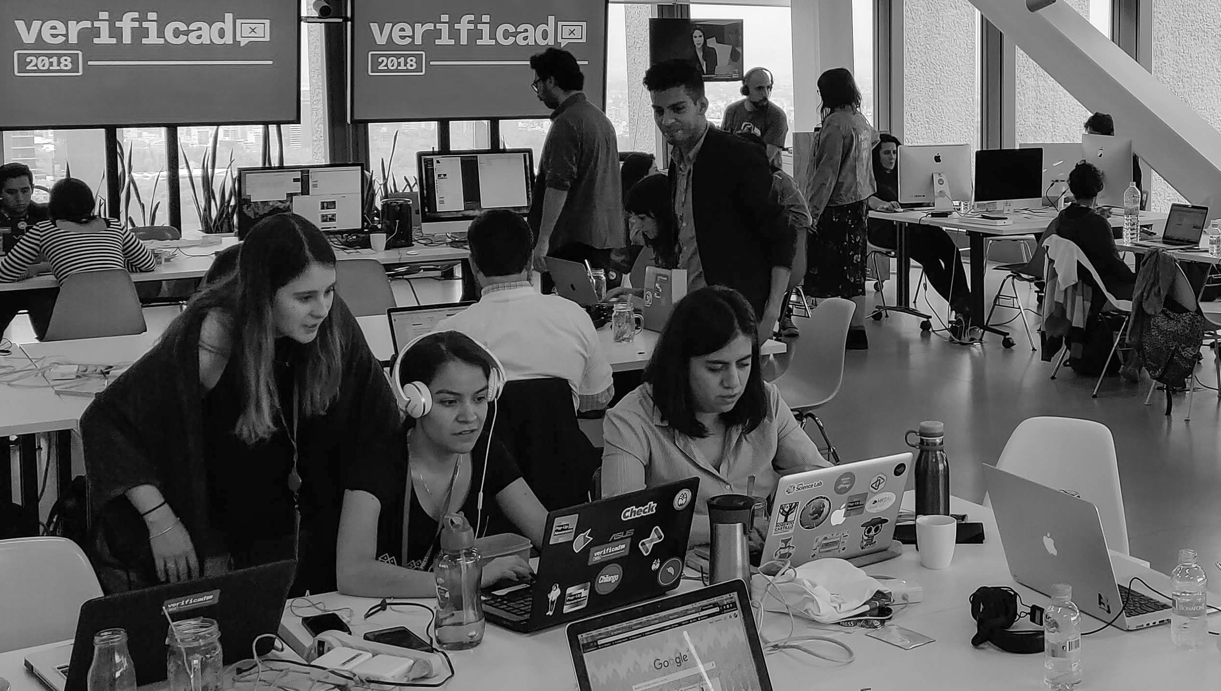At the Verificado 2018 Pop-Up Newsroom, we worked with over 100 journalists from across Mexico to design collaborative processes for monitoring and debunking misinformation spread via social networks.