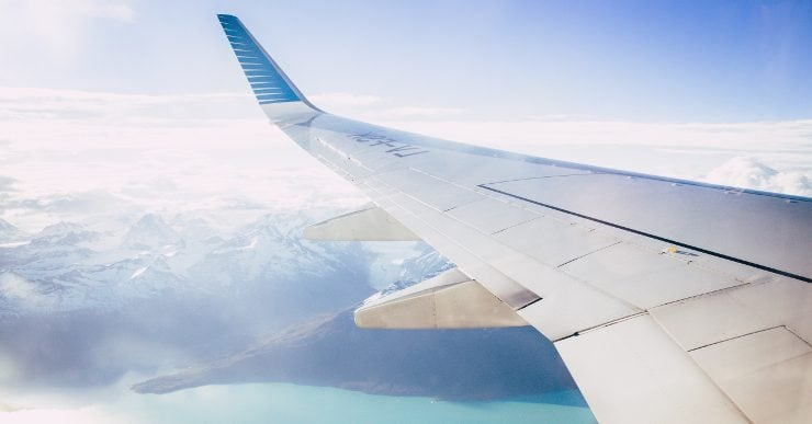 Travelling with your e-cigarette: can I vape on a plane?