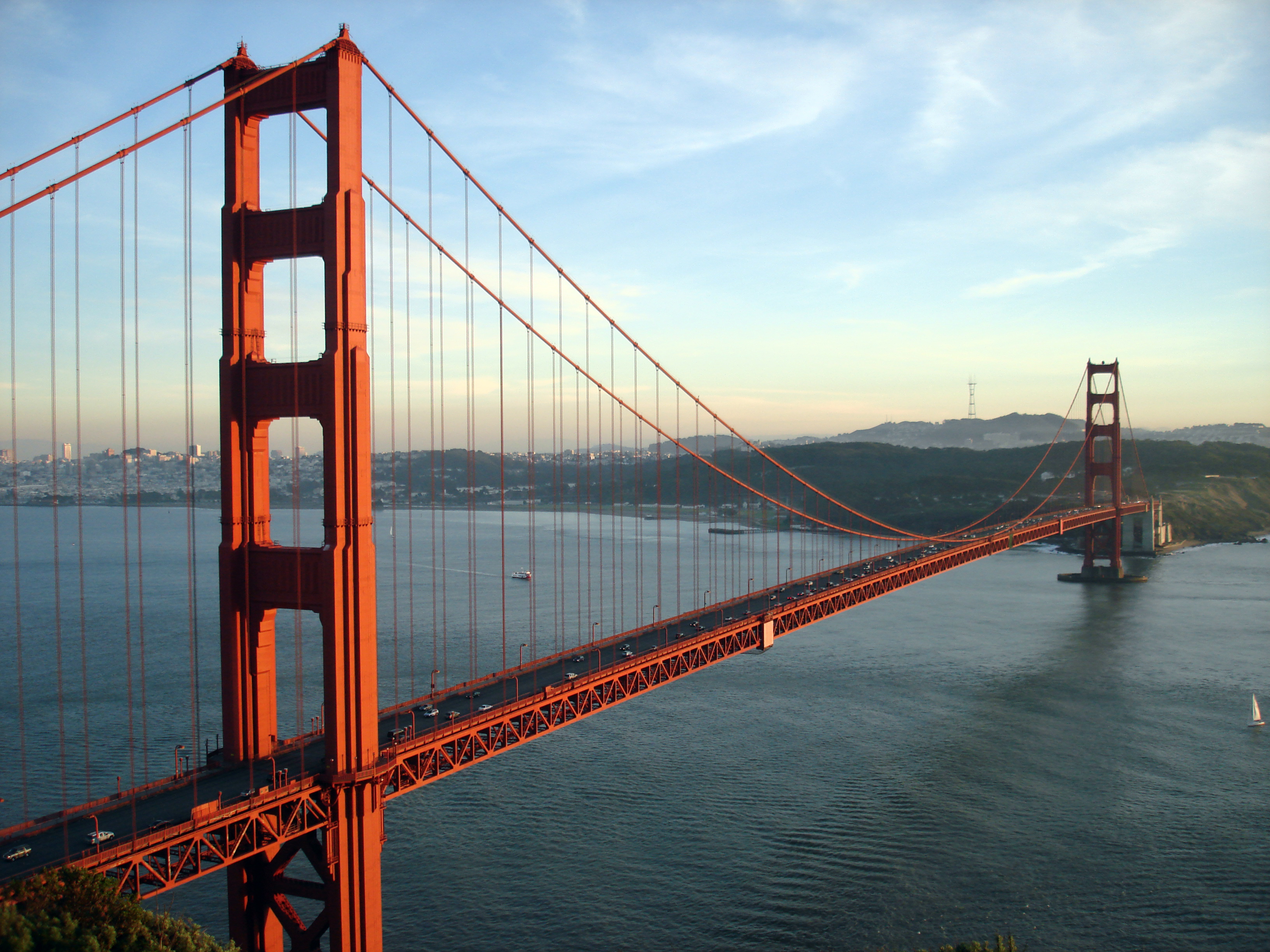 Golden Gate Bridge can withstand bigger than a 7.0-scale earthquake (Author: Rich Niewiroski Jr., source: http://www.projectrich.com/gallery)