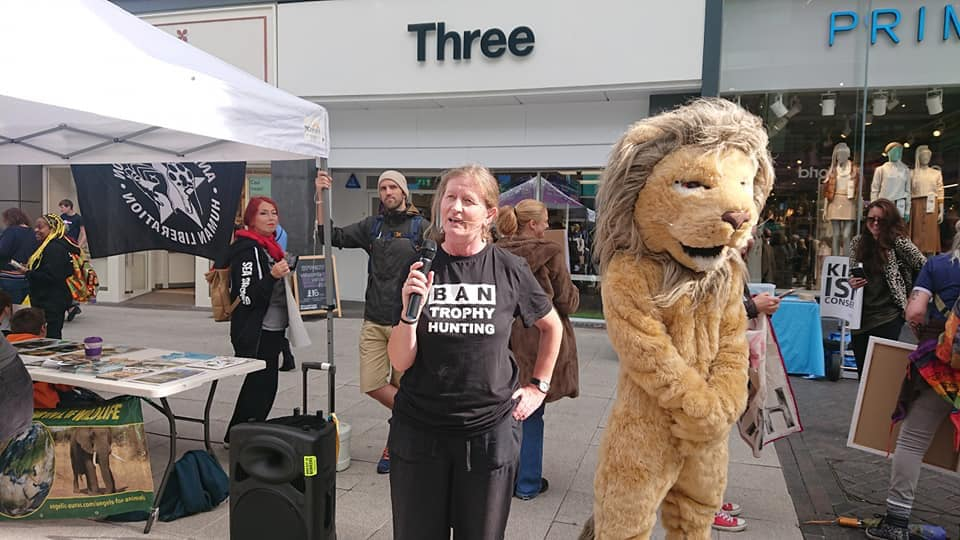 Siobhan Mitchell - Ban Trophy Hunting Campaign with her son Joe aka Cecil the Lion