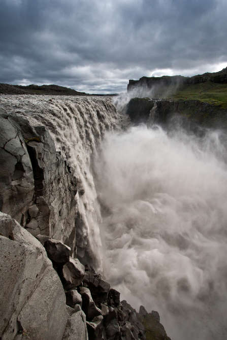 Dettifoss waterfall hero mynd