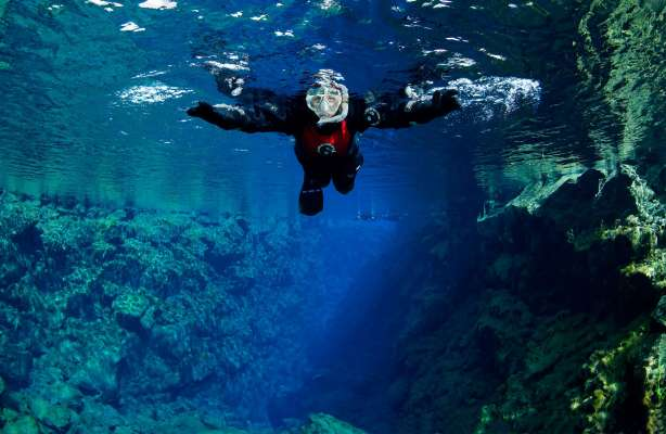 DIVE.IS(C)-Silfra-snorkeling-tour
