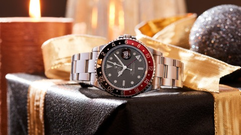 Christmas Eve Wristshot: The 5 Best Watches for the 24th of December