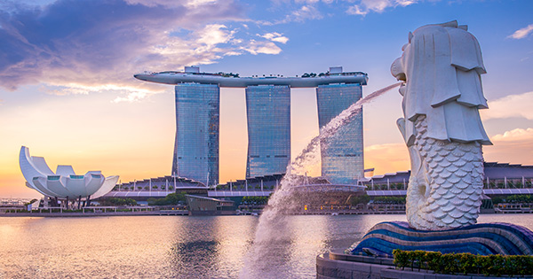 Merlion statue with Marina Bay Sands in background.