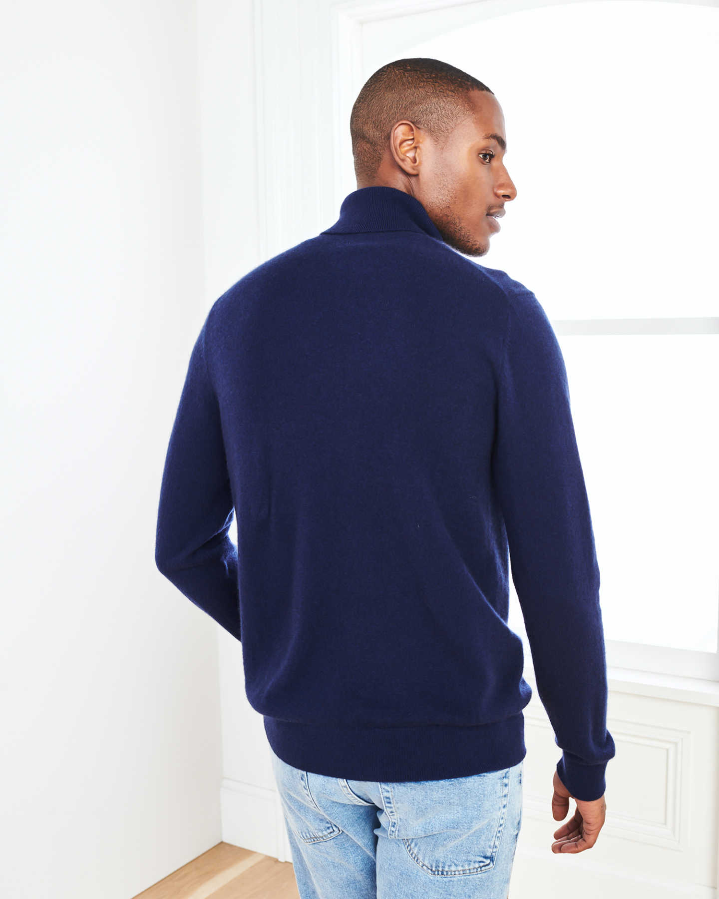 Man wearing men's cashmere turtleneck