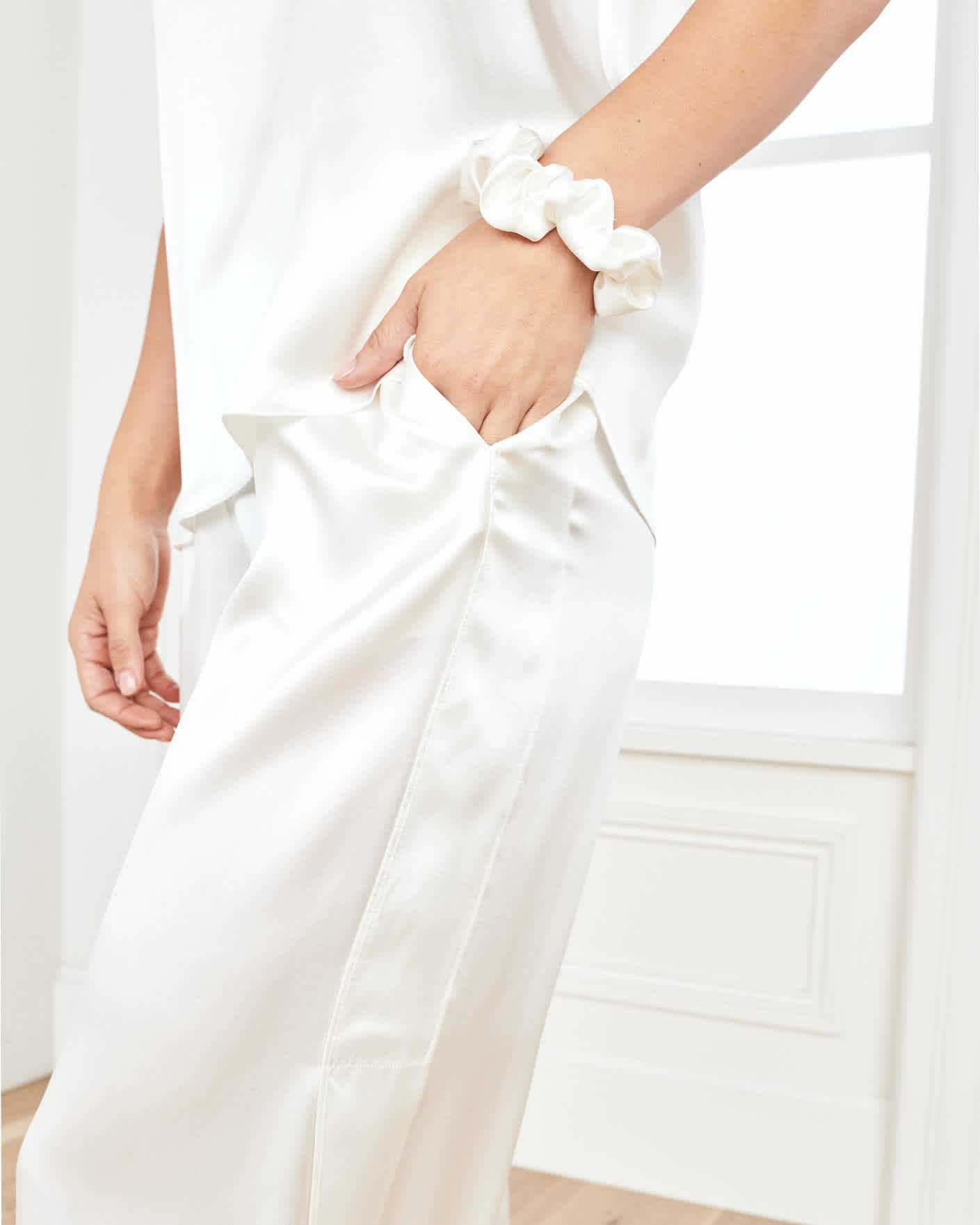 Women washable silk pajama set in white zoomed in