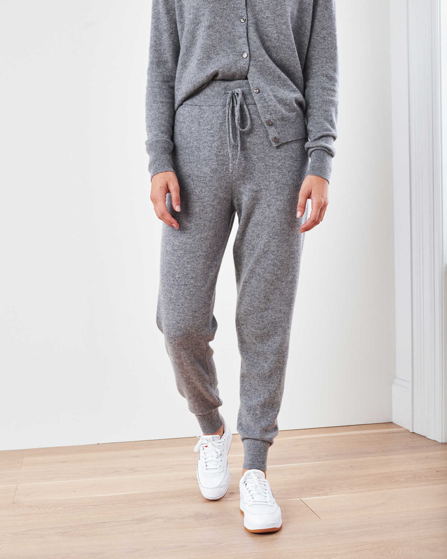 Woman wearing grey cashmere sweatpants & cashmere joggers with sneakers