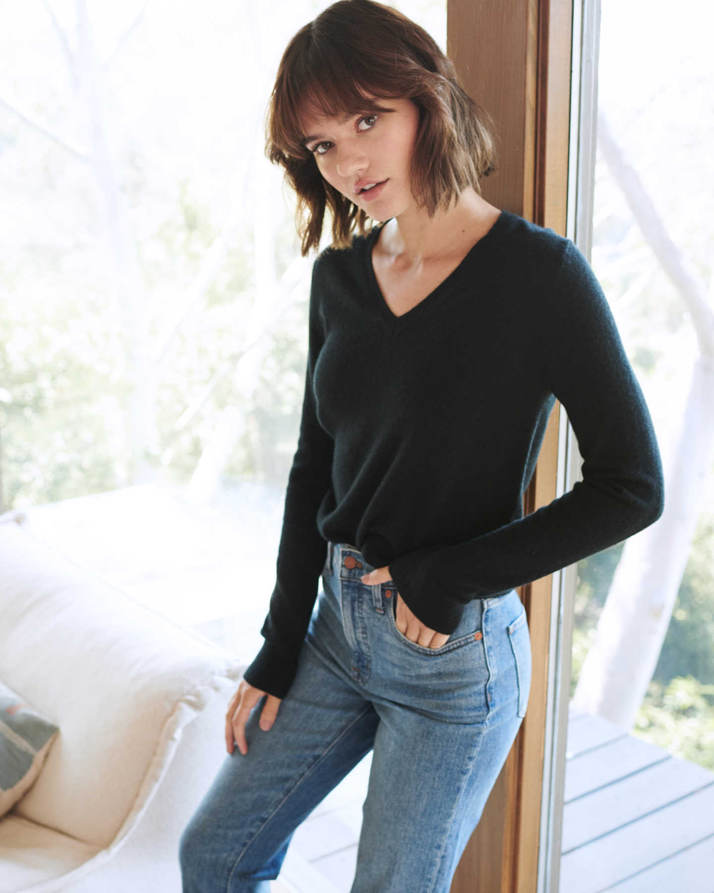 black cashmere v-neck sweater for women