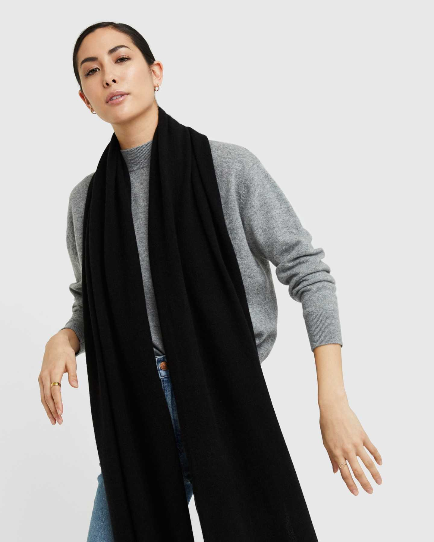 Cashmere wrap in black