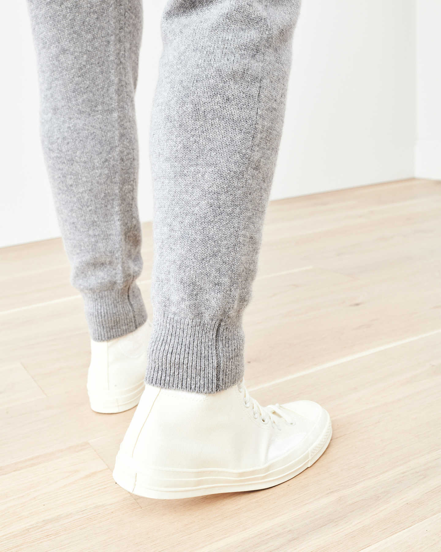 Man wearing cashmere men's cashmere joggers / cashmere sweatpants in grey and white shoes