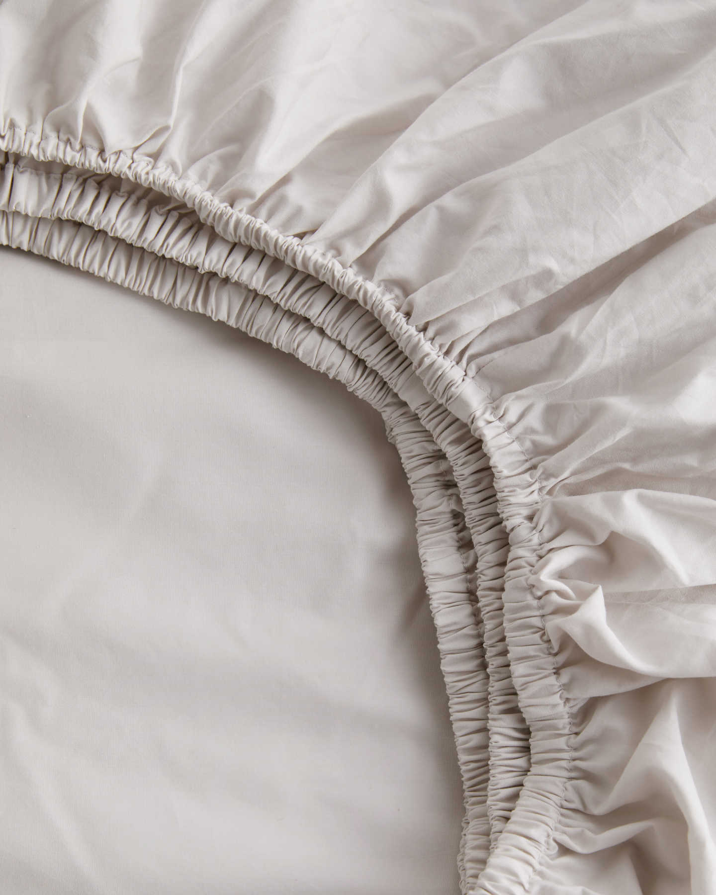 Organic percale sheet set in sand