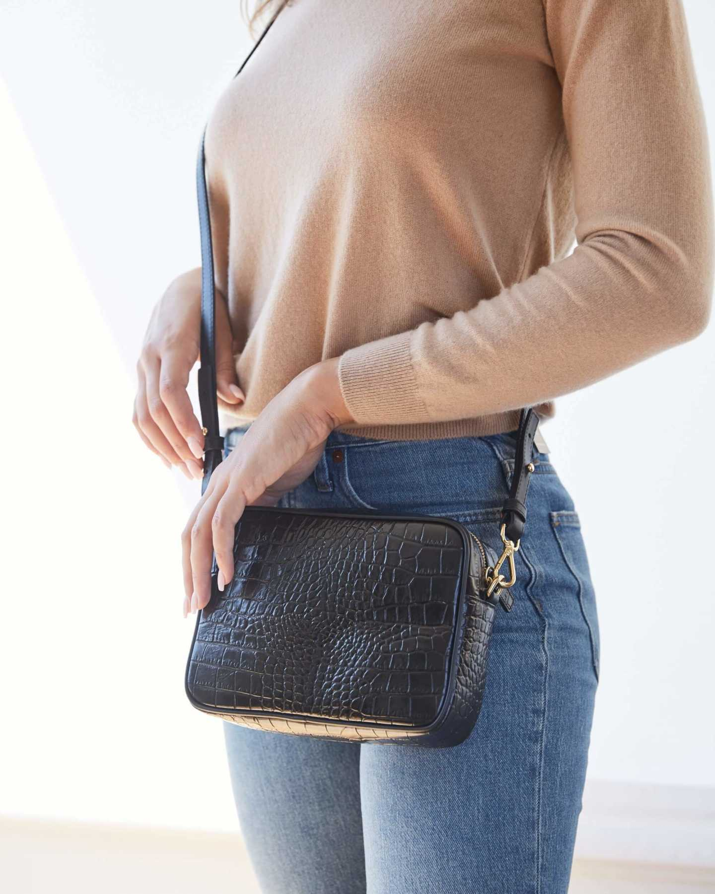 Leather crossbody bag with croco emboss design in front
