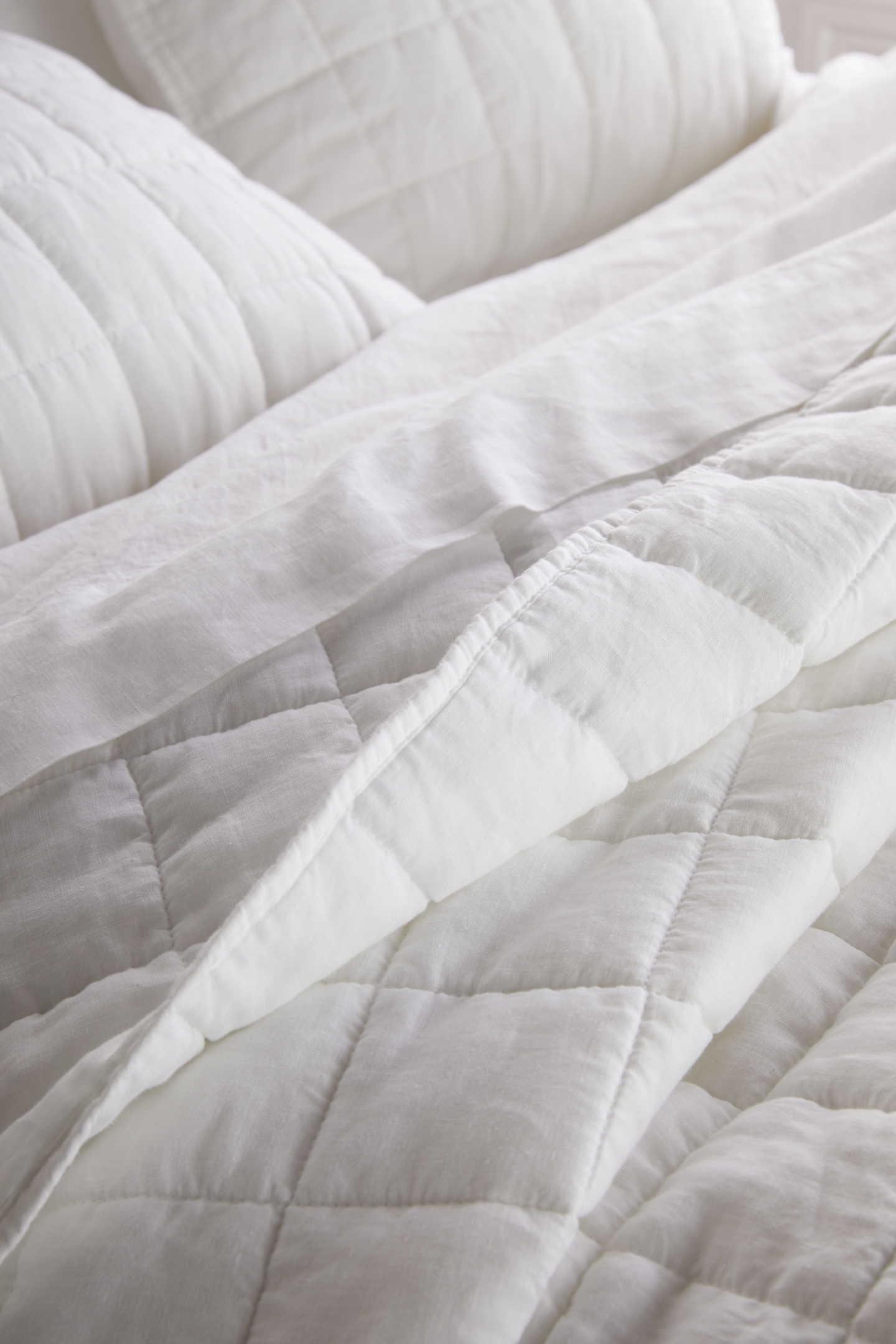 Belgian linen quilt on bed zoomed in