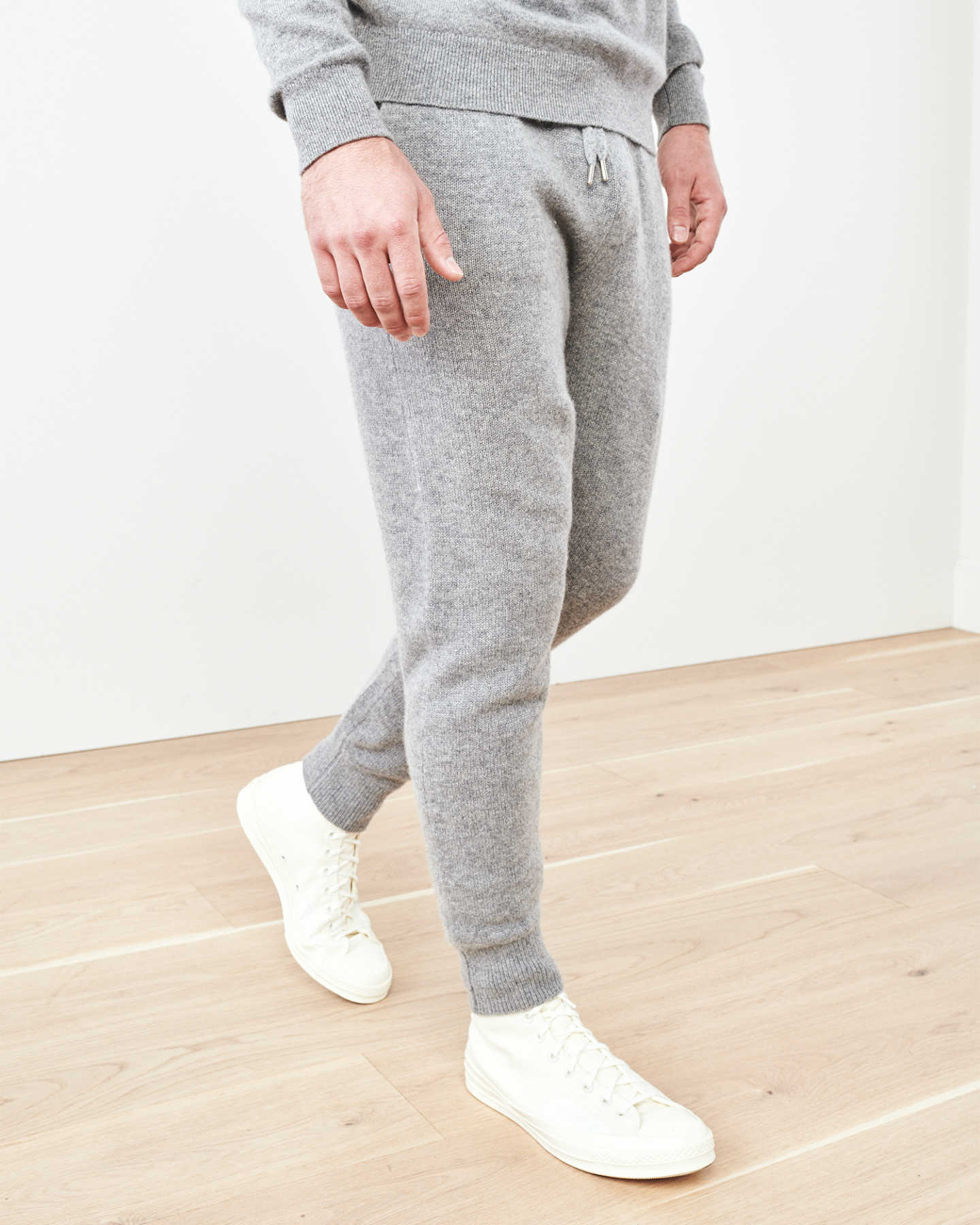 Man wearing cashmere men's cashmere joggers / cashmere sweatpants in grey