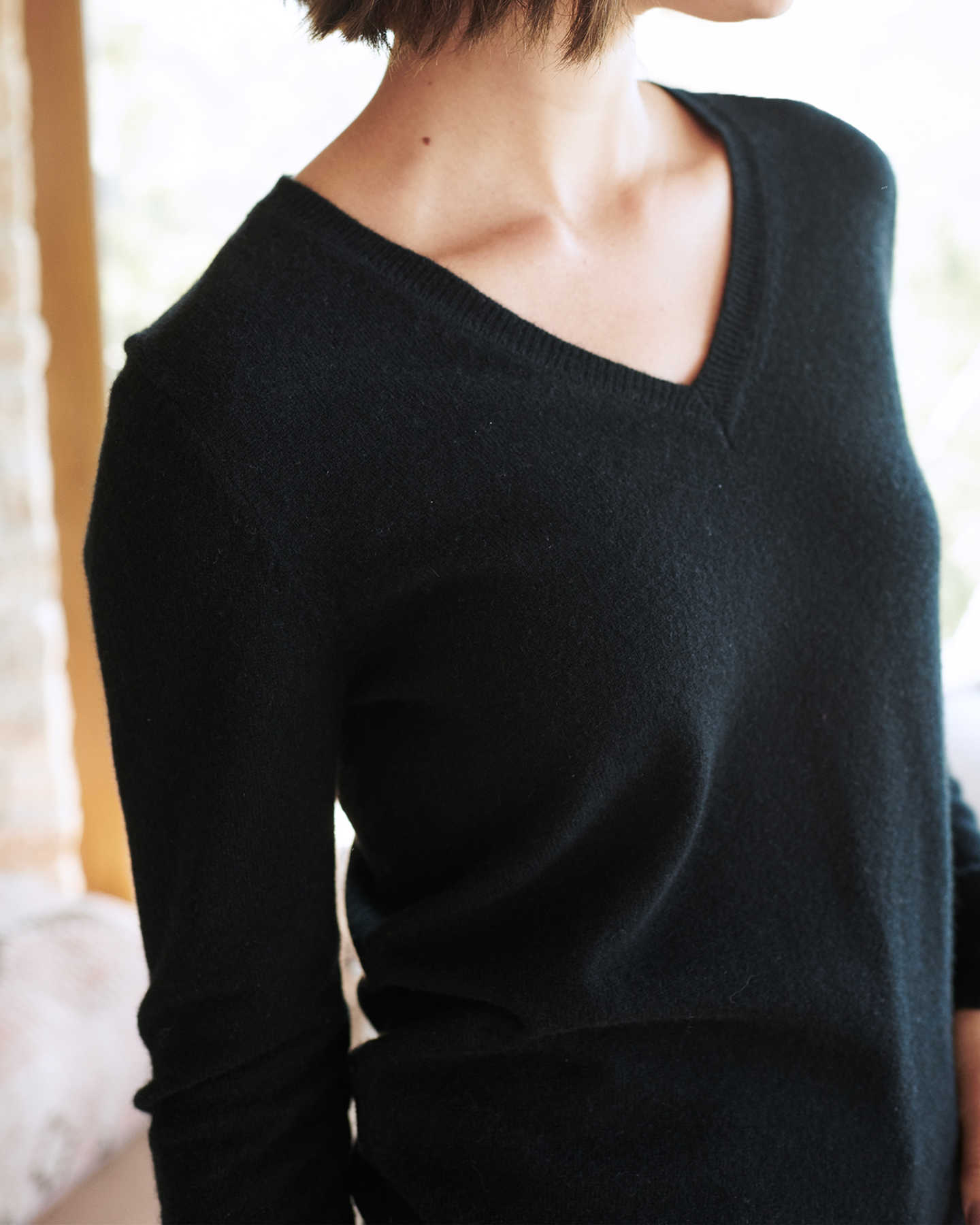 black cashmere v-neck sweater for women zoomed