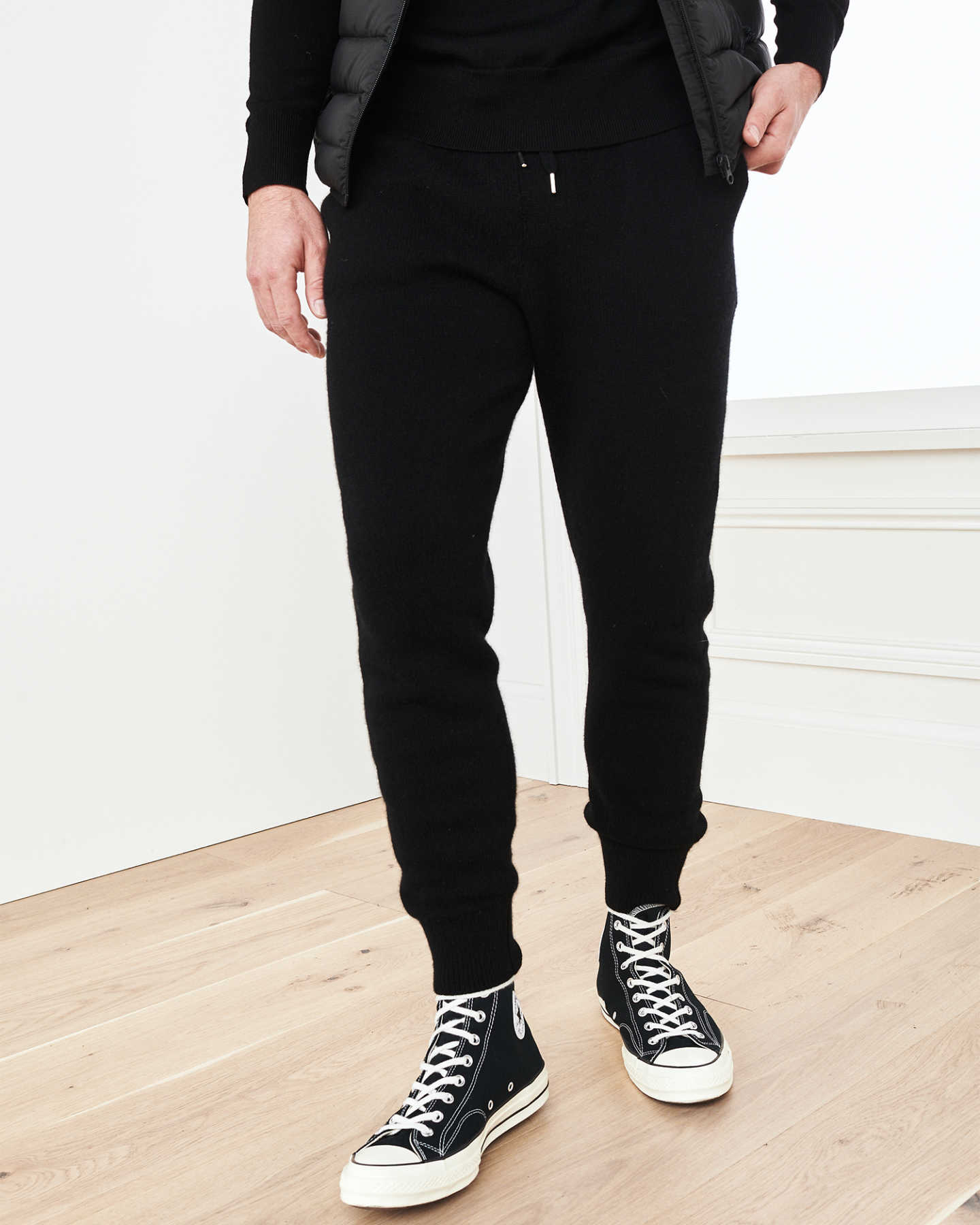 Man wearing cashmere men's cashmere joggers / cashmere sweatpants in black