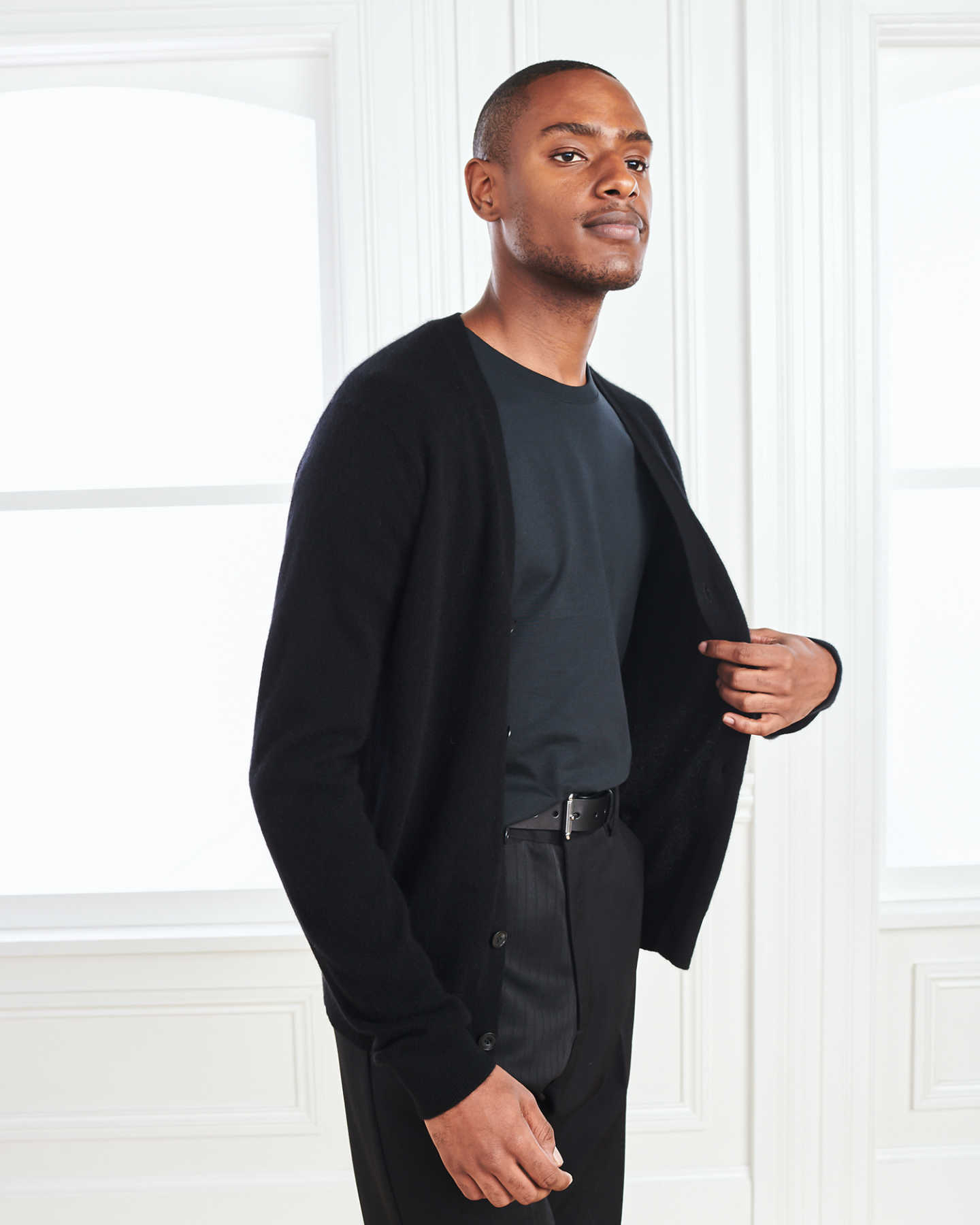 Men's cashmere cardigan sweater in black from side