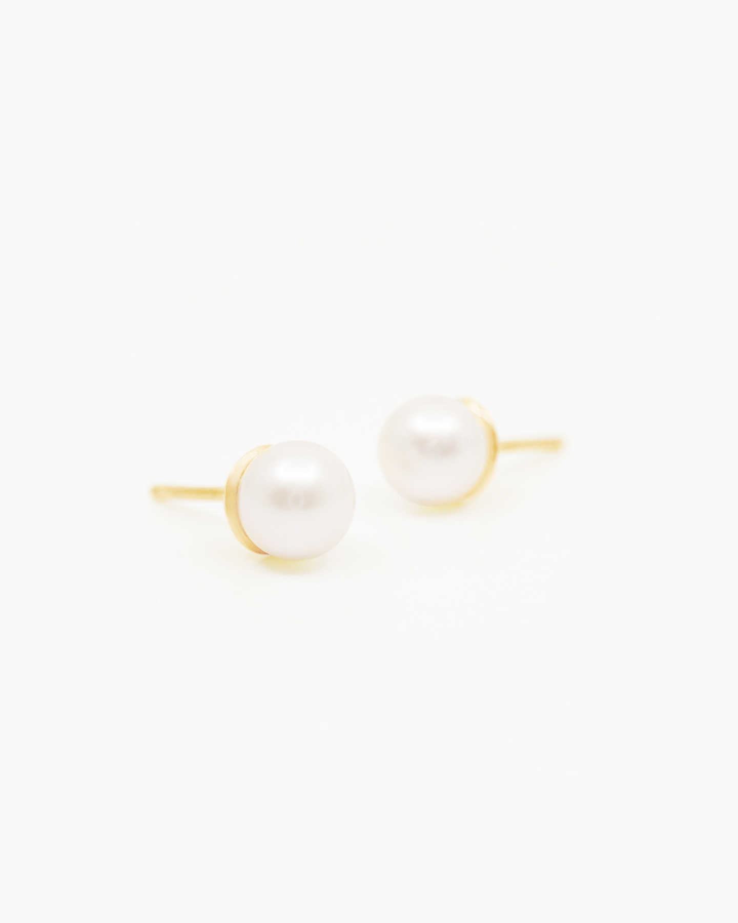 Freshwater Cultured Pearl Stud Earrings - Yellow Gold