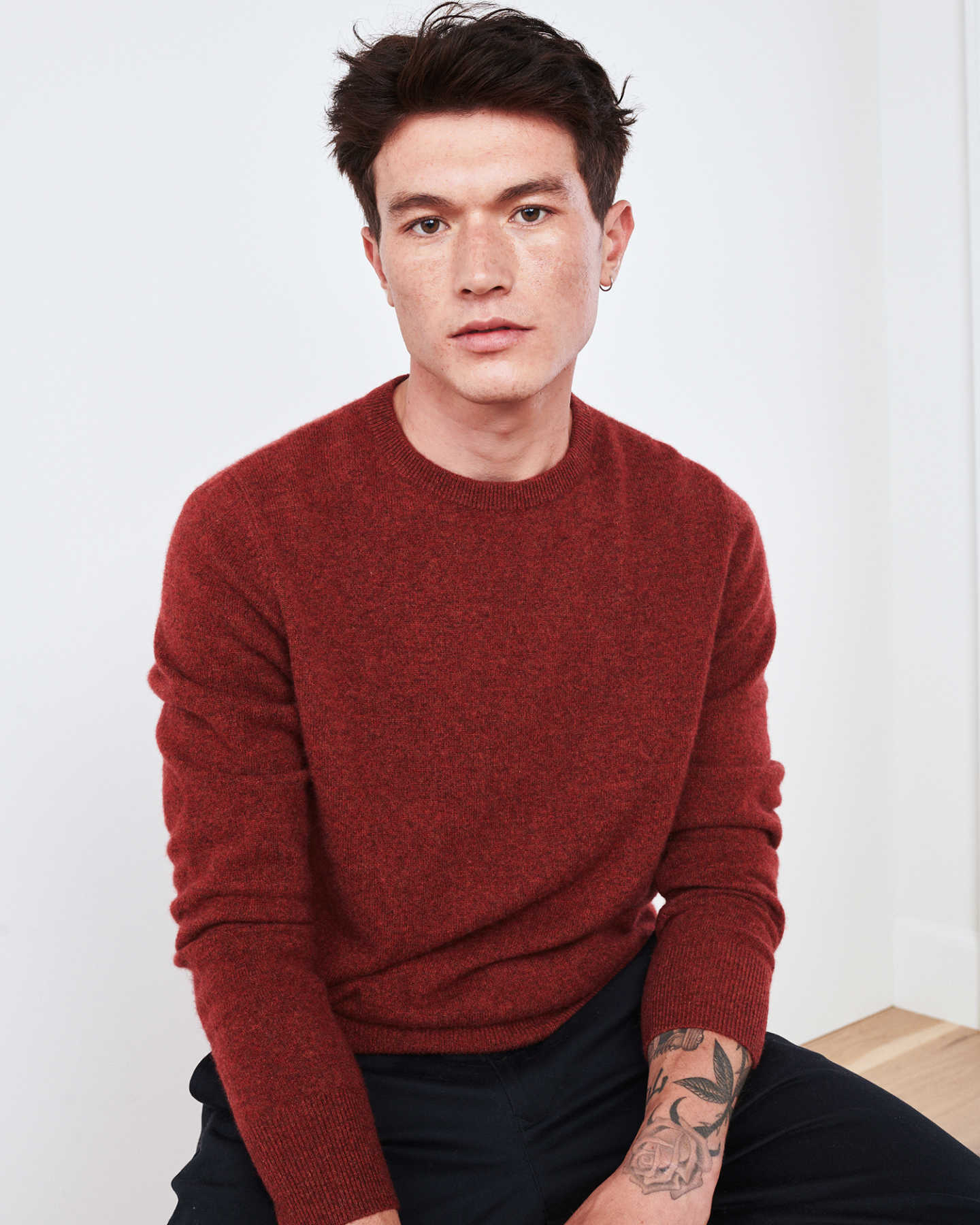Man wearing red men's cashmere sweater