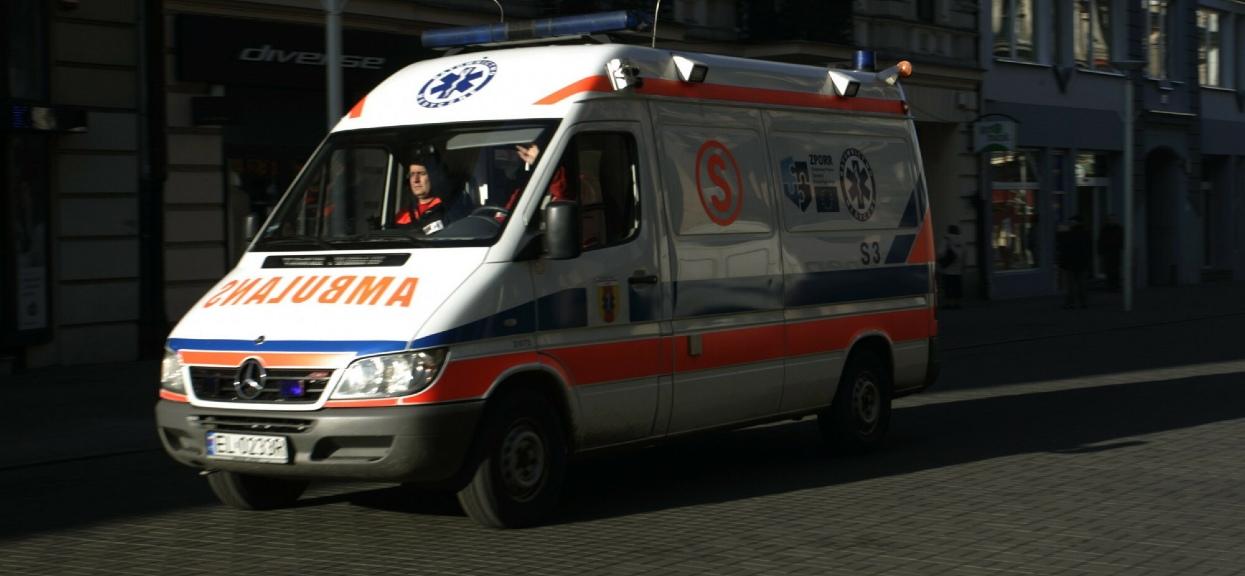 Nastolatka wypadła z okna budynku w Garwolinie.