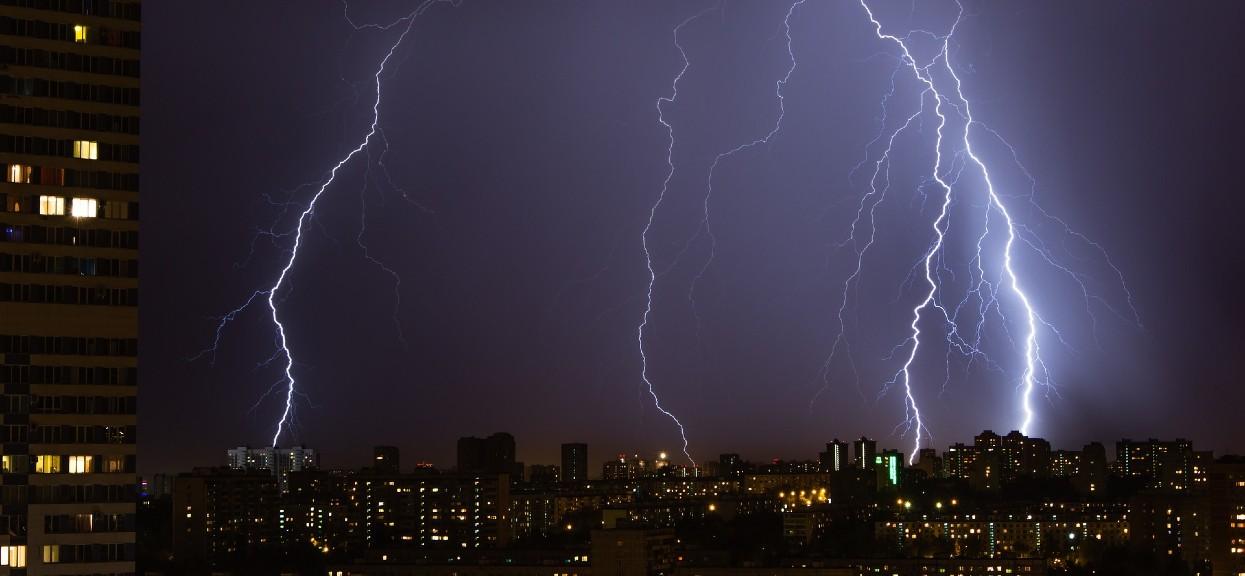 Nad Mazowsze nadchodzą niszczycielskie burze