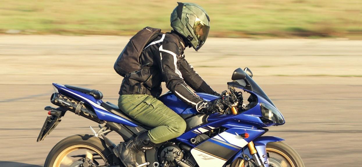 """Motocyklista zderzył się z """"dostawczakiem"""""""