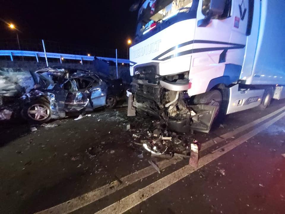 W sobotnim wypadku w Żabiej Woli zginęły dwie osoby.