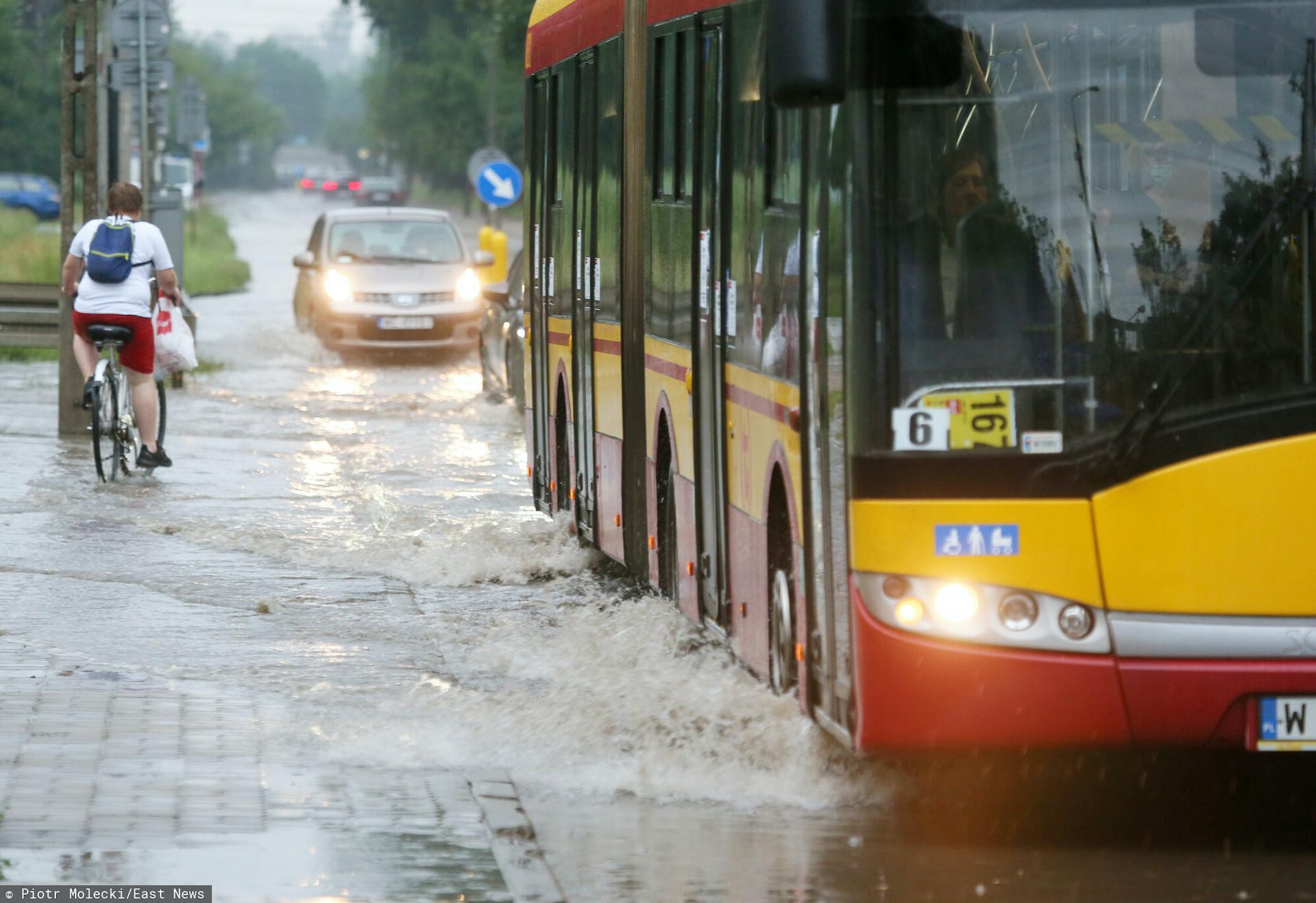 IMGW ostrzega przed burzami, deszczem, gradem oraz podtopieniami