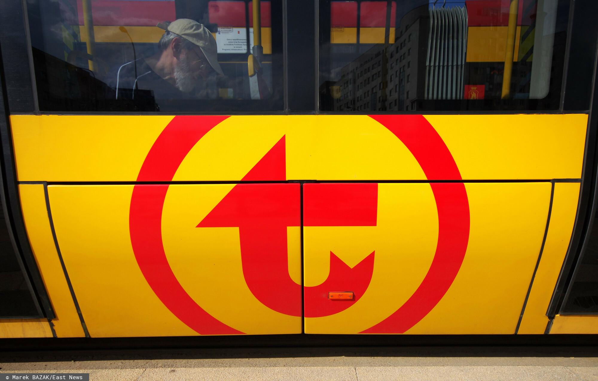 Warszawa nowe logo Warszawski Transport Publiczny malowane na tramwajach