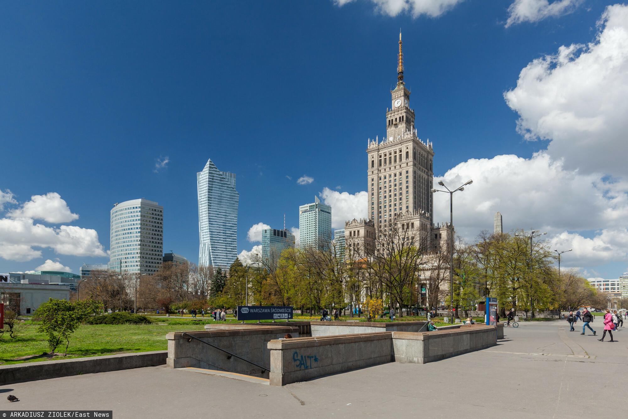 W centrum Warszawy postawiono canoe.