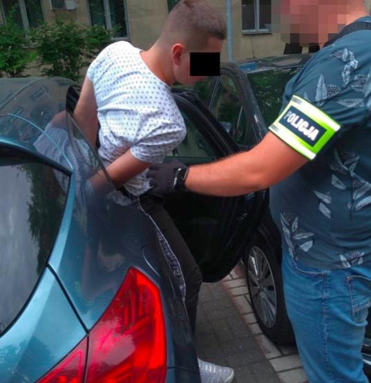 Policja zatrzymała 5 mężczyzn zaangażowanych w próbę oszustwa na policjanta