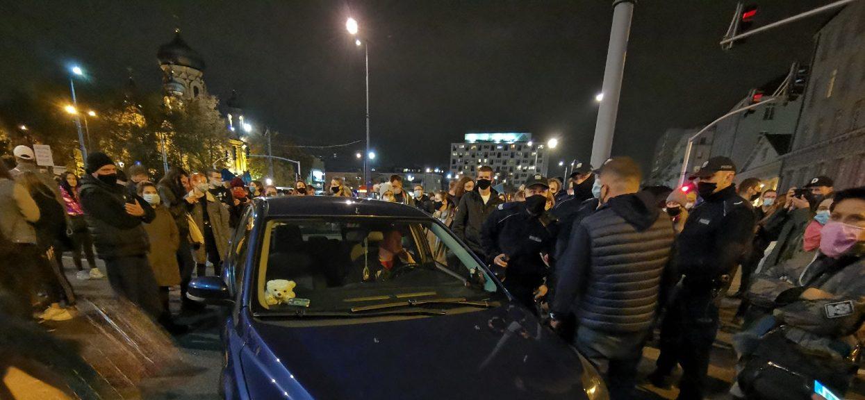 Samochód wjechał w tłum demonstrantów przy Dworcu Wileńskim