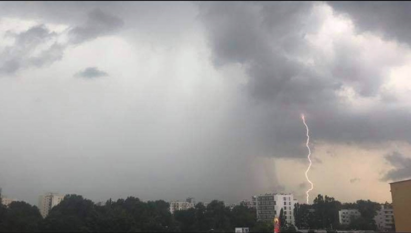 Niebo w czasie burzy nad warszawskimi Bielanami