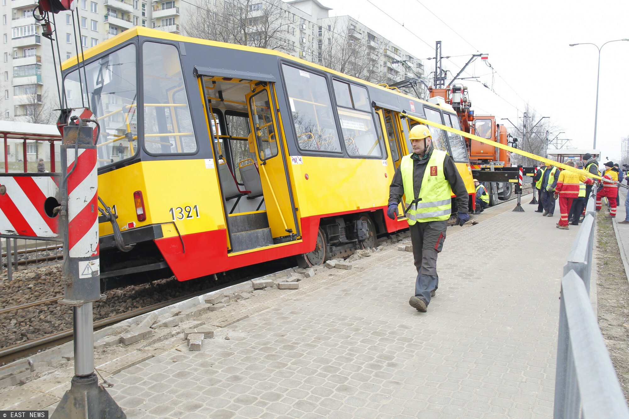 Wykolejony tramwaj