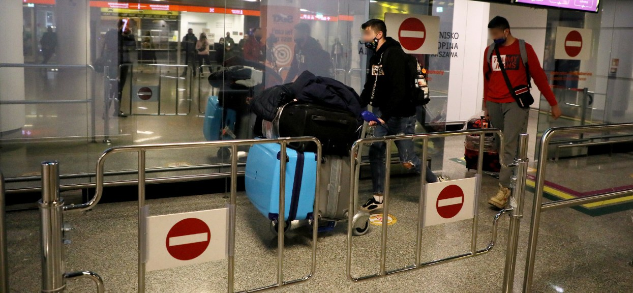 W niedzielę na lotnisku Chopina utknęły tłumy pasażerów