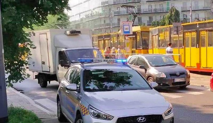 Akcja strażników miejskich w związku z dewastacją tramwaju na Woli