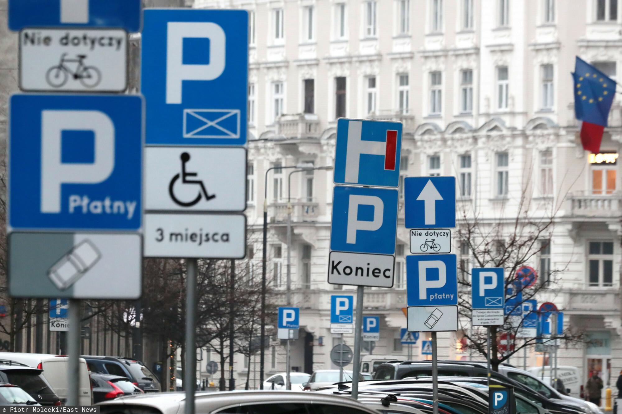 Wojewoda mazowiecki Konstanty Radziwiłł sprzeciwił się rozszerzeniu strefy płatnego parkowania w Warszawie.
